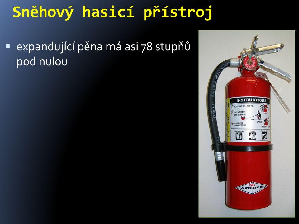 Sněhový hasicí přístroj  expandující pěna má asi 78 stupňů pod nulou