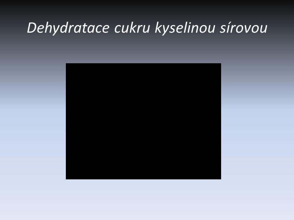 Dehydratace cukru kyselinou sírovou