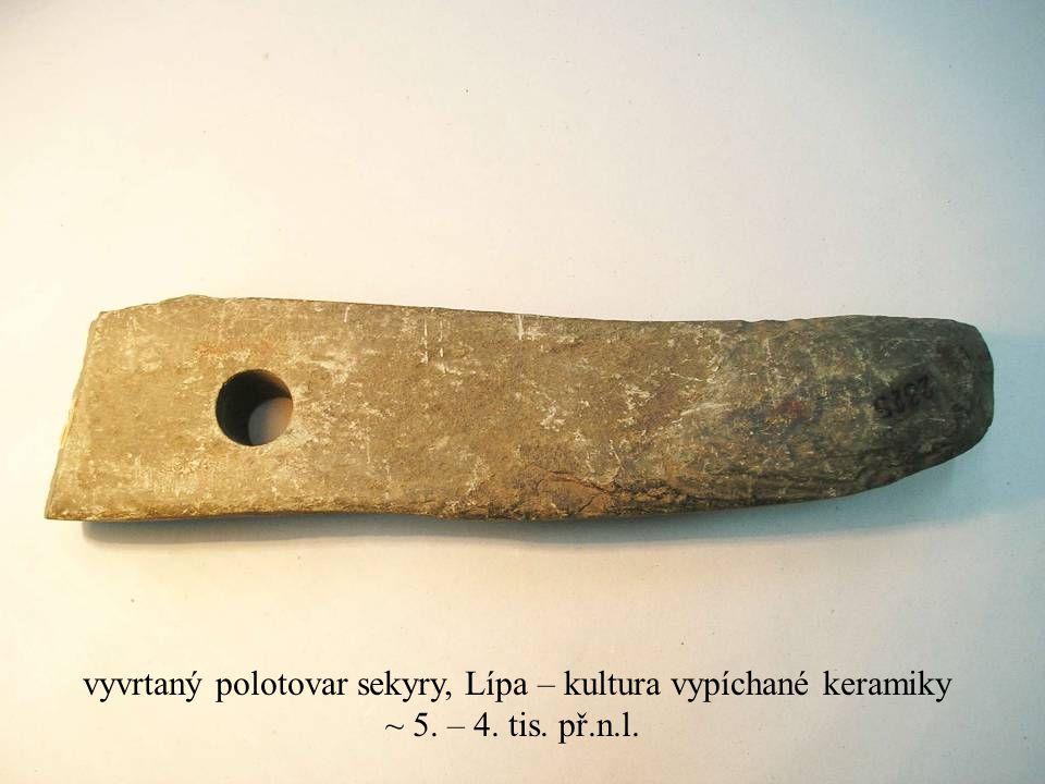 Jakub Jirásek12 vyvrtaný polotovar sekyry, Lípa – kultura vypíchané keramiky ~ 5. – 4. tis. př.n.l.