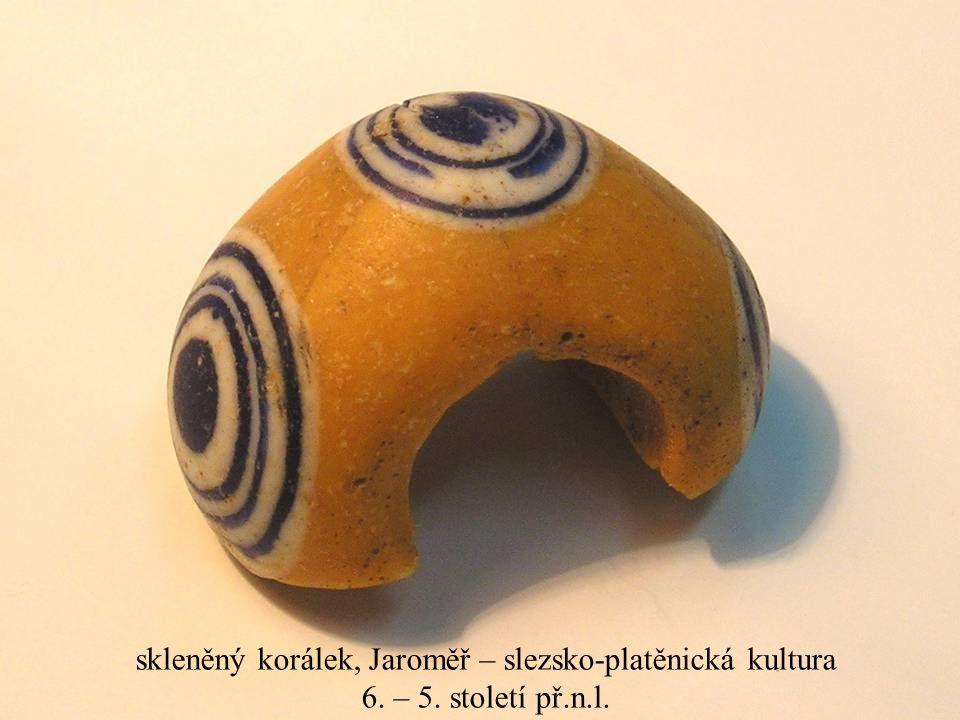 Jakub Jirásek19 skleněný korálek, Jaroměř – slezsko-platěnická kultura 6. – 5. století př.n.l.