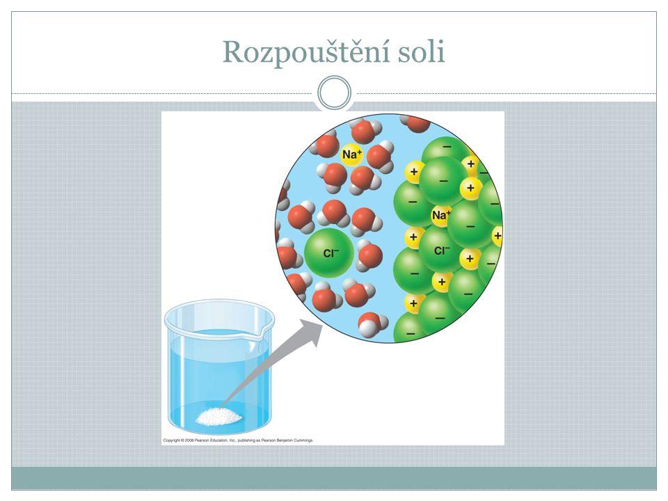 Polysacharidy Polymery Vznikají spojením velkého množství – tisíců – molekul cukrů do dlouhého řetězce Škrob – rostlinné buňky – zásoba E, polymer glukózy, škrobová zrna, důkaz škrobu jódem – zmodrá Glykogen – živočišné b., houby – zásoba E, z glukózy, drobná zrníčka Celulóza – dlouhé řetězce glukóz vedle sebe, příčně spojené vodíkovými můstky, jedna molekula 15 000 jednotek glukózy, tvoří mikrofibrily – z nich např.