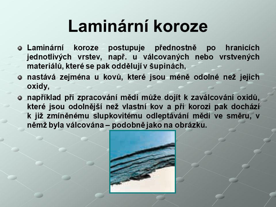 Laminární koroze Laminární koroze postupuje přednostně po hranicích jednotlivých vrstev, např. u válcovaných nebo vrstvených materiálů, které se pak o