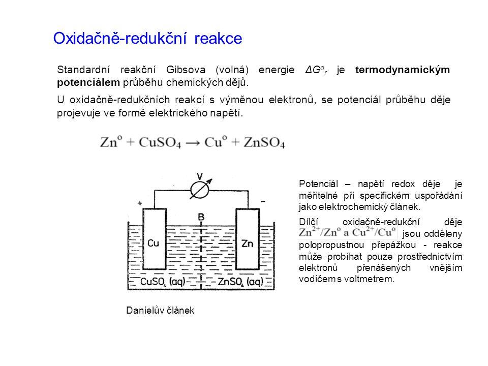 Vztah redox potenciálu a Gibbsovy energie Elektrické napětí má rozměr energie – pro vztah mezi oxidačně-redukčním potenciálem a Gibbsovou energií jako obecným termodynamickým potenciálem platí: n je počet vyměňovaných elektronů, f je Faradayova konstanta Pro elektrické napětí, jež můžeme popsaným způsobem pro oxidačně-redukční reakci naměřit, tj.