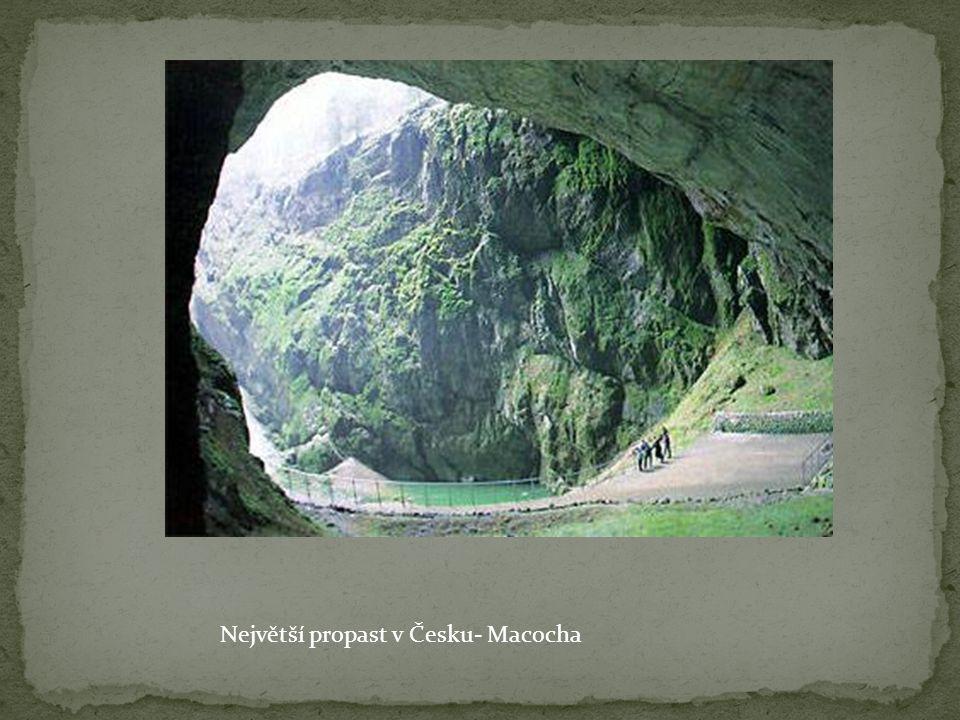 Geologové krasové oblasti dále ještě dělí na : úplný kras (tzv.