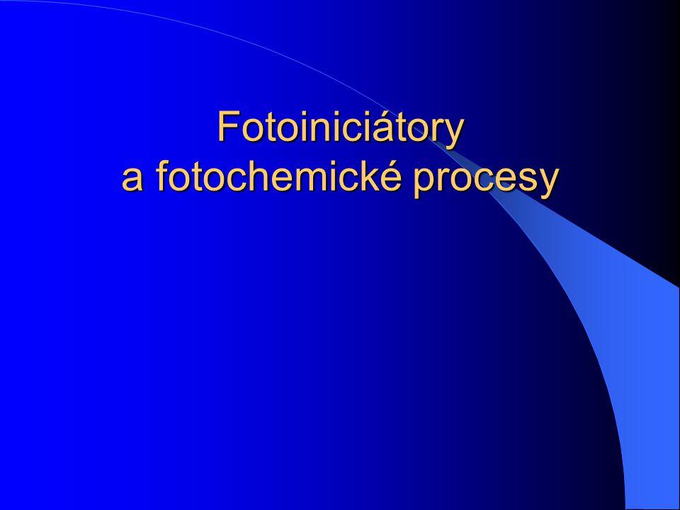 Dichroitický reflektor IR záření Odražené UV záření Přímo dopadající UV záření Hliníkový překlápěcí reflektor