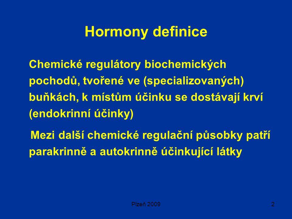 Plzeň 20092 Hormony definice Chemické regulátory biochemických pochodů, tvořené ve (specializovaných) buňkách, k místům účinku se dostávají krví (endokrinní účinky) Mezi další chemické regulační působky patří parakrinně a autokrinně účinkující látky