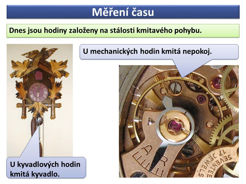 Měření času Dnes jsou hodiny založeny na stálosti kmitavého pohybu. Dnes jsou hodiny založeny na stálosti kmitavého pohybu. U kyvadlových hodin kmitá