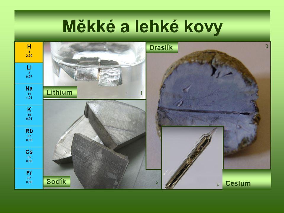 Měkké a lehké kovy H 1 2,20 Li 3 0,97 Na 11 1,01 K 19 0,91 Rb 37 0,89 Cs 55 0,86 Fr 87 0,86 Lithium Sodík Draslík Cesium 1 2 3 4