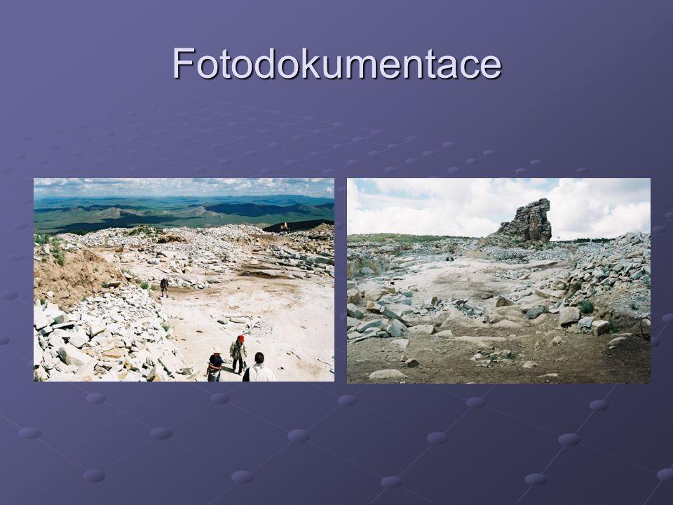 Petrografický popis horniny Struktura je proužkovaná až hnízdovitá.