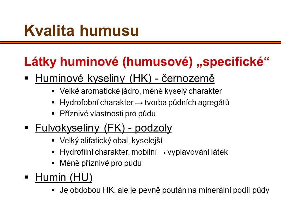 """Kvalita humusu Látky huminové (humusové) """"specifické""""  Huminové kyseliny (HK) - černozemě  Velké aromatické jádro, méně kyselý charakter  Hydrofobn"""