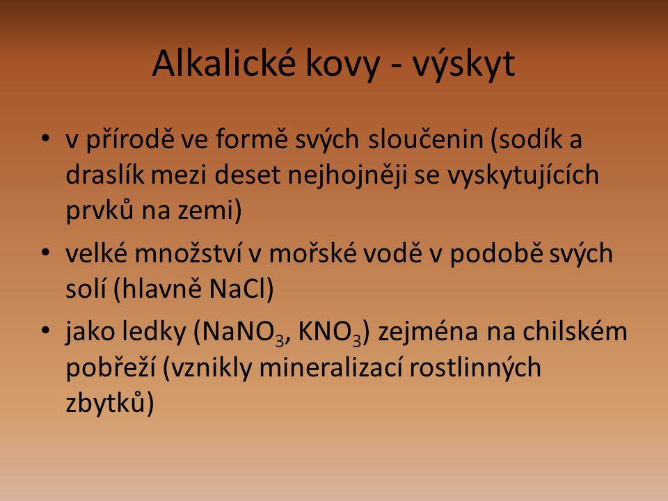 Alkalické kovy - výskyt v přírodě ve formě svých sloučenin (sodík a draslík mezi deset nejhojněji se vyskytujících prvků na zemi) velké množství v moř