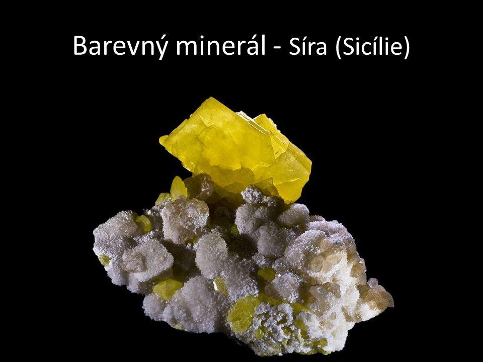 Barevný minerál - Síra (Sicílie)