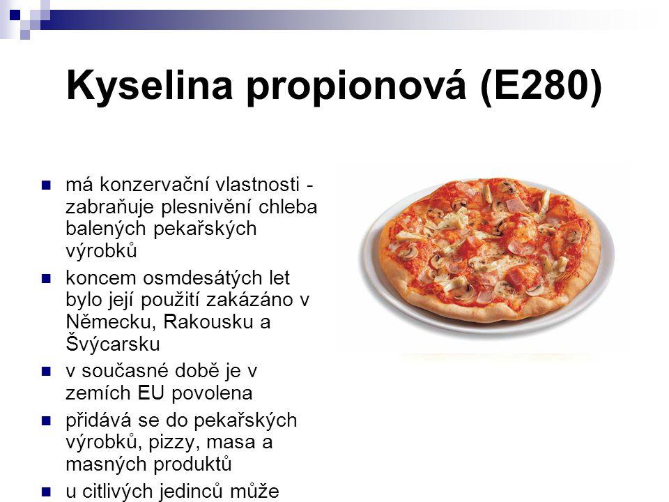 Kyselina propionová (E280) má konzervační vlastnosti - zabraňuje plesnivění chleba balených pekařských výrobků koncem osmdesátých let bylo její použit