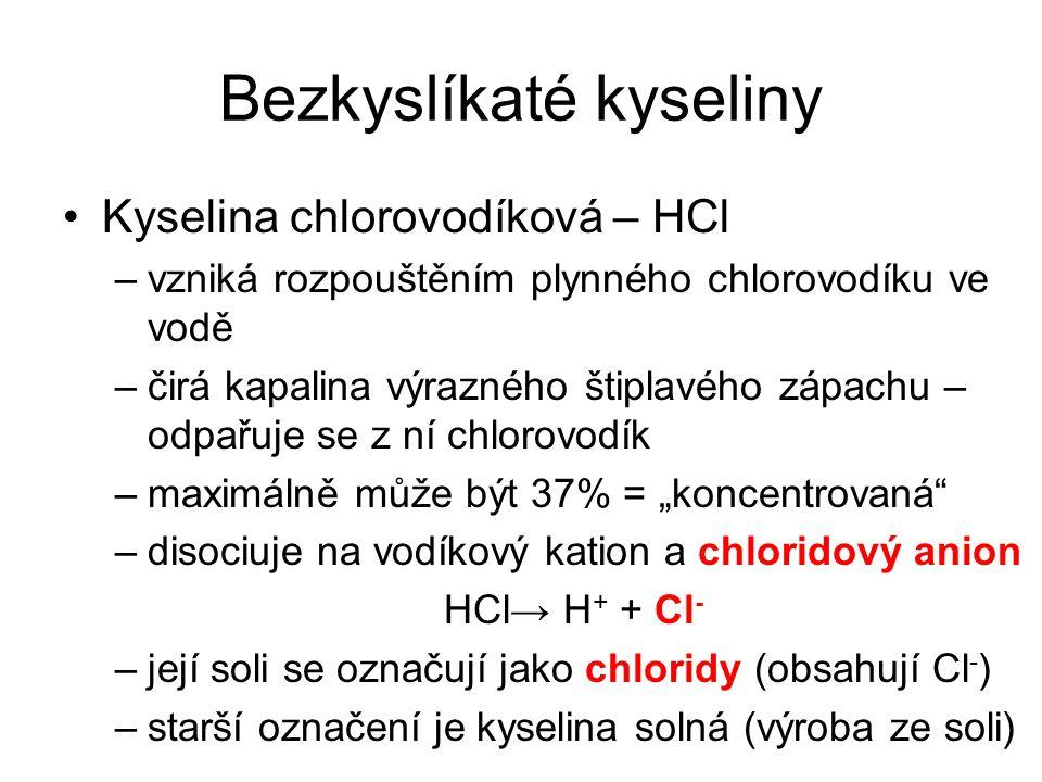 Bezkyslíkaté kyseliny Kyselina chlorovodíková – HCl –vzniká rozpouštěním plynného chlorovodíku ve vodě –čirá kapalina výrazného štiplavého zápachu – o