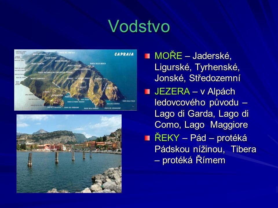 Vodstvo MOŘE – Jaderské, Ligurské, Tyrhenské, Jonské, Středozemní JEZERA – v Alpách ledovcového původu – Lago di Garda, Lago di Como, Lago Maggiore ŘE