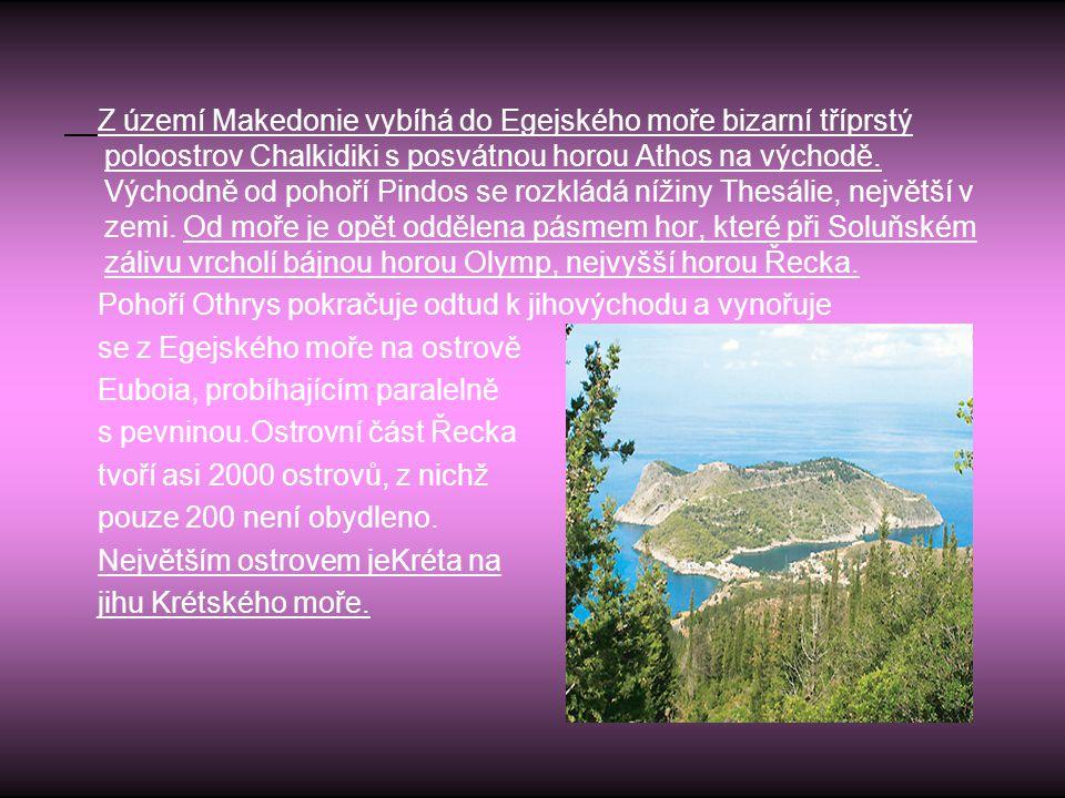 Z území Makedonie vybíhá do Egejského moře bizarní tříprstý poloostrov Chalkidiki s posvátnou horou Athos na východě. Východně od pohoří Pindos se roz