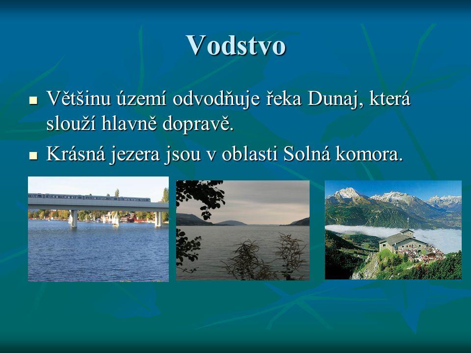Vodstvo Většinu území odvodňuje řeka Dunaj, která slouží hlavně dopravě. Většinu území odvodňuje řeka Dunaj, která slouží hlavně dopravě. Krásná jezer