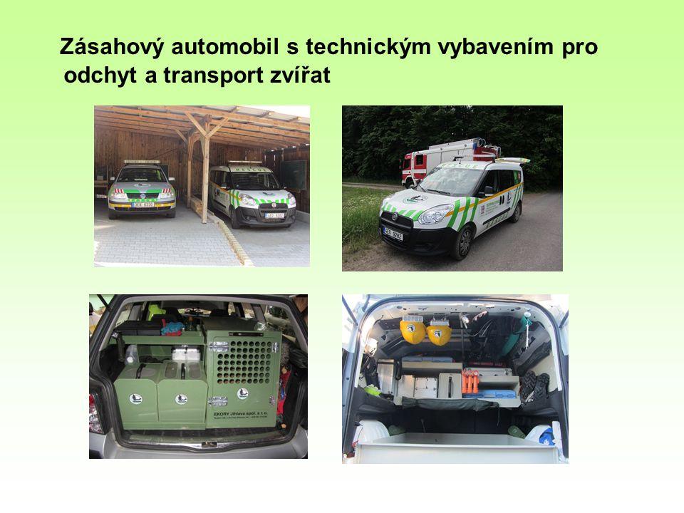 Zásahový automobil s technickým vybavením pro odchyt a transport zvířat