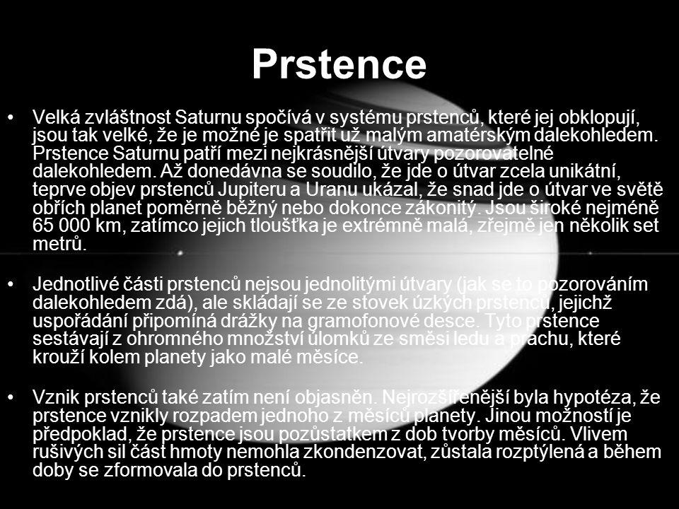 Prstence Velká zvláštnost Saturnu spočívá v systému prstenců, které jej obklopují, jsou tak velké, že je možné je spatřit už malým amatérským dalekohl
