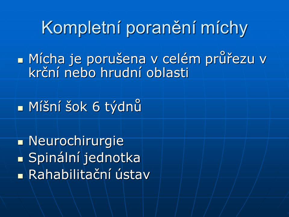 Kompletní poranění míchy Mícha je porušena v celém průřezu v krční nebo hrudní oblasti Mícha je porušena v celém průřezu v krční nebo hrudní oblasti M