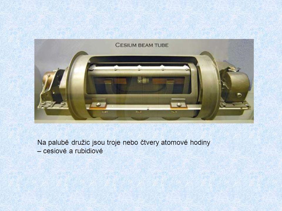 Na palubě družic jsou troje nebo čtvery atomové hodiny – cesiové a rubidiové