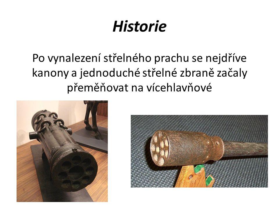Historie Po vynalezení střelného prachu se nejdříve kanony a jednoduché střelné zbraně začaly přeměňovat na vícehlavňové