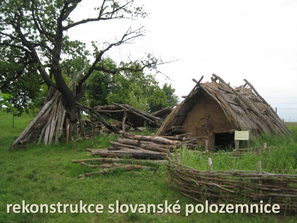 rekonstrukce slovanské polozemnice