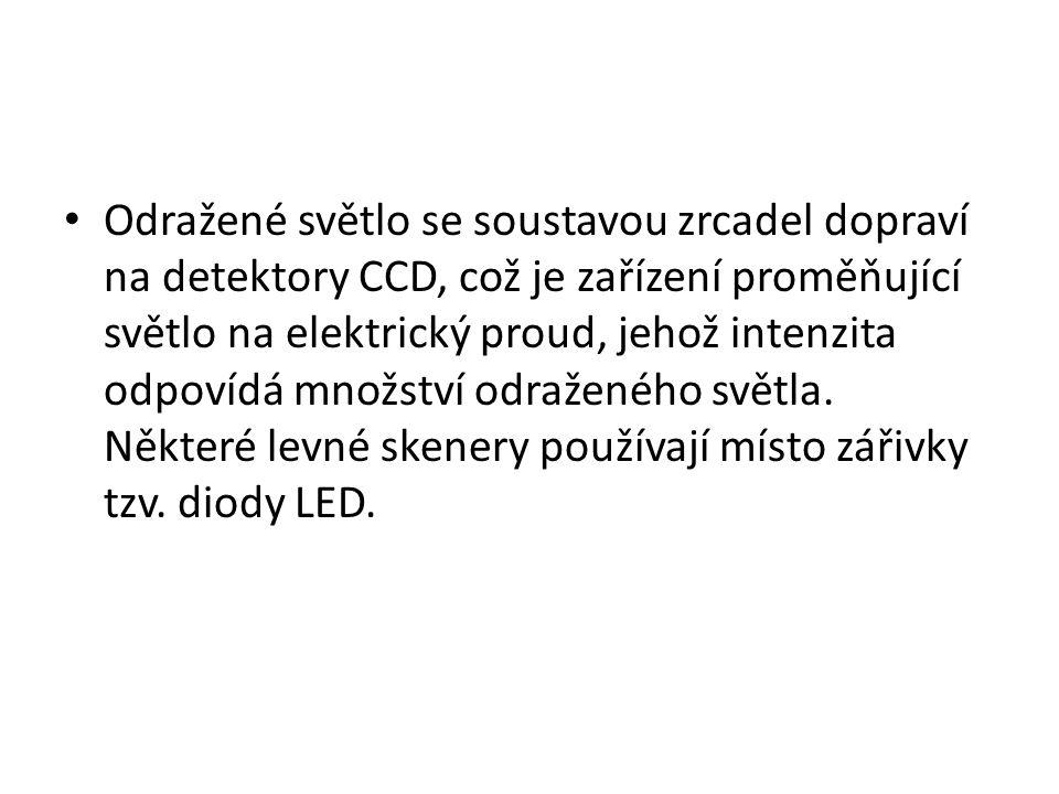 Odražené světlo se soustavou zrcadel dopraví na detektory CCD, což je zařízení proměňující světlo na elektrický proud, jehož intenzita odpovídá množst