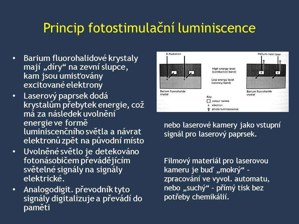 """Princip fotostimulační luminiscence Barium fluorohalidové krystaly mají """"díry na zevní slupce, kam jsou umisťovány excitované elektrony Laserový paprsek dodá krystalům přebytek energie, což má za následek uvolnění energie ve formě luminiscenčního světla a návrat elektronů zpět na původní místo Uvolněné světlo je detekováno fotonásobičem převádějícím světelné signály na signály elektrické."""