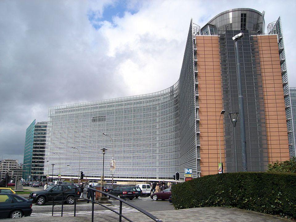 Evropský parlament Funguje jako kontrolní a poradní orgán Evropské unie.