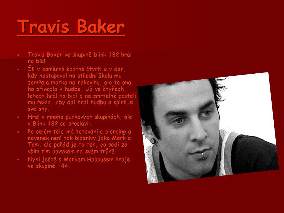 Mark Hoppus  Mark chodil na střední školu v Kalifornii.  V Blink 182 působil jako baskytarista a a zpěvák.  Byl to on, kdo se objevil nahý na jeviš