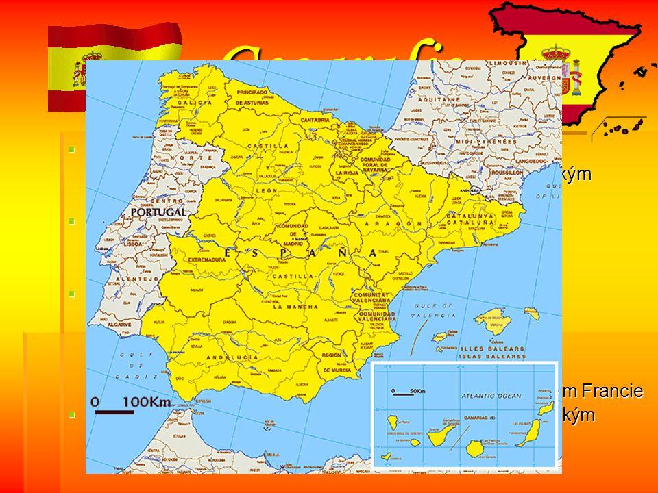 Geografie SSSStát rozkládající se na Pyrenejském poloostrově - výhodná poloha→ mezi Středozemním mořem a Atlantským oceánem HHHHranice: Z- Portugalsko SV- Andorra, Francie J- Gibraltar SSSSoučásti Španělska: - severoafrické državy Ceuta a Malilla - K K K K K aaaa nnnn áááá rrrr ssss kkkk éééé o o o o ssss tttt rrrr oooo vvvv yyyy ( ( ( ( ( Atlantský oceán ) - B B B B B aaaa llll eeee áááá rrrr yyyy ( Středozemní moře ) - Llívia- katalánské město, které je zcela obklopeno územím Francie ŠŠŠŠpanělsko je od Afriky odděleno 14 km širokým Gibraltarským průlivem