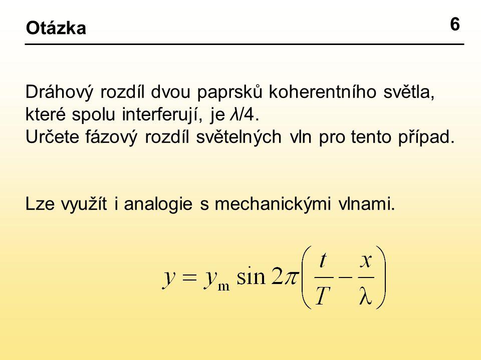 Dráhový rozdíl dvou paprsků koherentního světla, které spolu interferují, je λ/4.