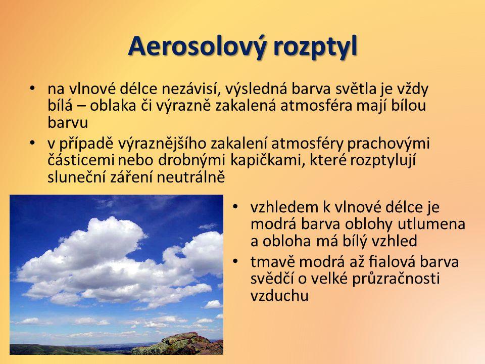 Aerosolový rozptyl na vlnové délce nezávisí, výsledná barva světla je vždy bílá – oblaka či výrazně zakalená atmosféra mají bílou barvu v případě výra