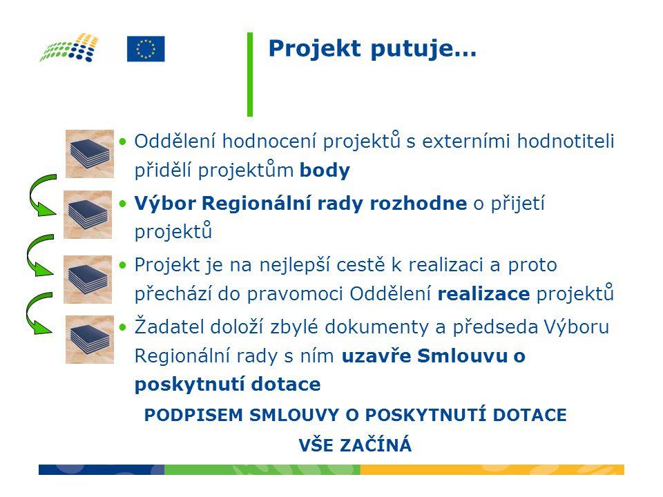 Projekt putuje… Oddělení hodnocení projektů s externími hodnotiteli přidělí projektům body Výbor Regionální rady rozhodne o přijetí projektů Projekt je na nejlepší cestě k realizaci a proto přechází do pravomoci Oddělení realizace projektů Žadatel doloží zbylé dokumenty a předseda Výboru Regionální rady s ním uzavře Smlouvu o poskytnutí dotace PODPISEM SMLOUVY O POSKYTNUTÍ DOTACE VŠE ZAČÍNÁ