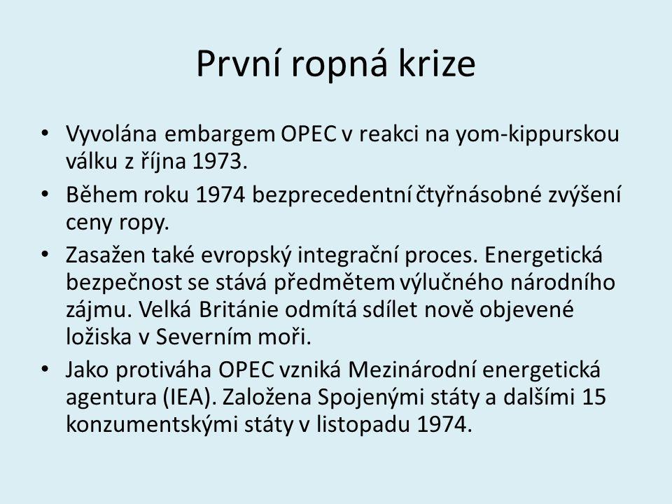 První ropná krize Vyvolána embargem OPEC v reakci na yom-kippurskou válku z října 1973. Během roku 1974 bezprecedentní čtyřnásobné zvýšení ceny ropy.