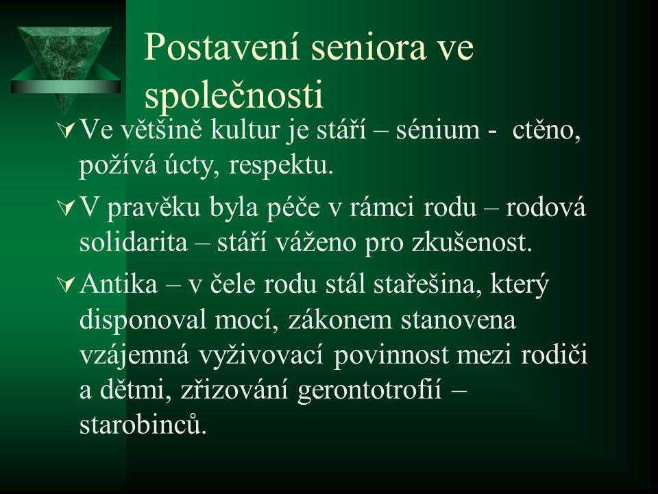 Postavení seniora ve společnosti  Ve většině kultur je stáří – sénium - ctěno, požívá úcty, respektu.  V pravěku byla péče v rámci rodu – rodová sol