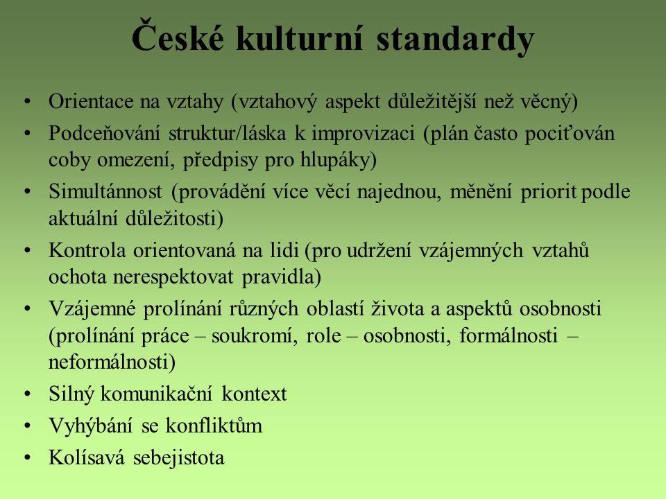 České kulturní standardy Orientace na vztahy (vztahový aspekt důležitější než věcný) Podceňování struktur/láska k improvizaci (plán často pociťován co