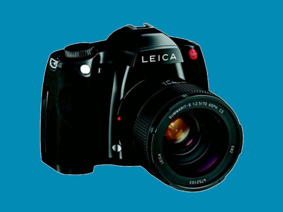 Vybereme si… Klasické přístroje vyžadují: fotoaparát, film (s omezeným počtem obrázků), zařízenou fotokomoru, mnohé vědomosti (pokud si fotky nenecháme z filmu udělat ve fotolaboratoři)…peníze Digitální přístroj: fotoaparát, odpadá film a fotokomora, omezeni jsme baterií, velikostí paměťové karty