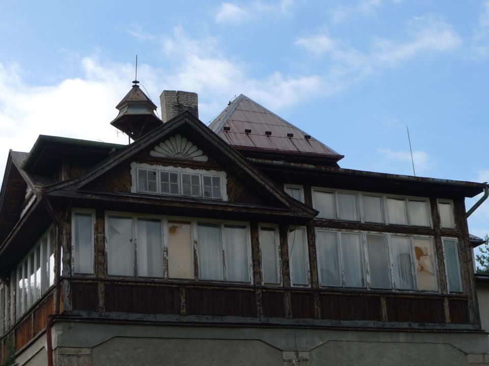 Smutný pohled za zničené, kdysi vyhledávané středisko G.Klimenta na Horečkách. Další fotky bez komentáře……