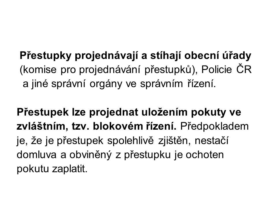 Přestupky projednávají a stíhají obecní úřady (komise pro projednávání přestupků), Policie ČR a jiné správní orgány ve správním řízení. Přestupek lze