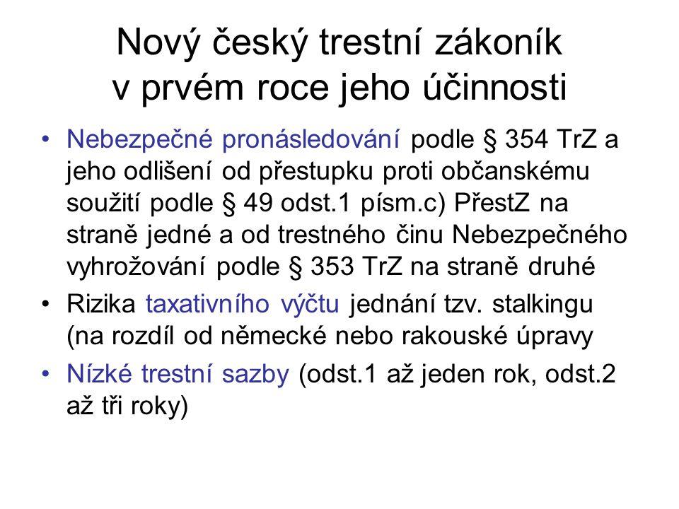 Nový český trestní zákoník v prvém roce jeho účinnosti Nebezpečné pronásledování podle § 354 TrZ a jeho odlišení od přestupku proti občanskému soužití podle § 49 odst.1 písm.c) PřestZ na straně jedné a od trestného činu Nebezpečného vyhrožování podle § 353 TrZ na straně druhé Rizika taxativního výčtu jednání tzv.