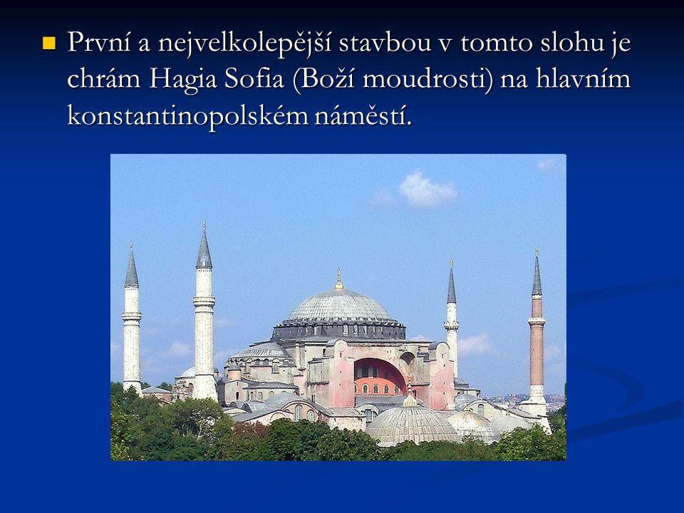 První a nejvelkolepější stavbou v tomto slohu je chrám Hagia Sofia (Boží moudrosti) na hlavním konstantinopolském náměstí. První a nejvelkolepější sta