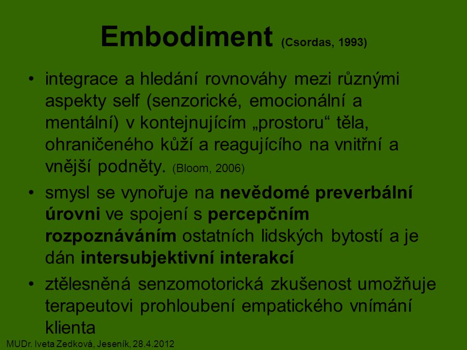 """Embodiment (Csordas, 1993) integrace a hledání rovnováhy mezi různými aspekty self (senzorické, emocionální a mentální) v kontejnujícím """"prostoru těla, ohraničeného kůží a reagujícího na vnitřní a vnější podněty."""