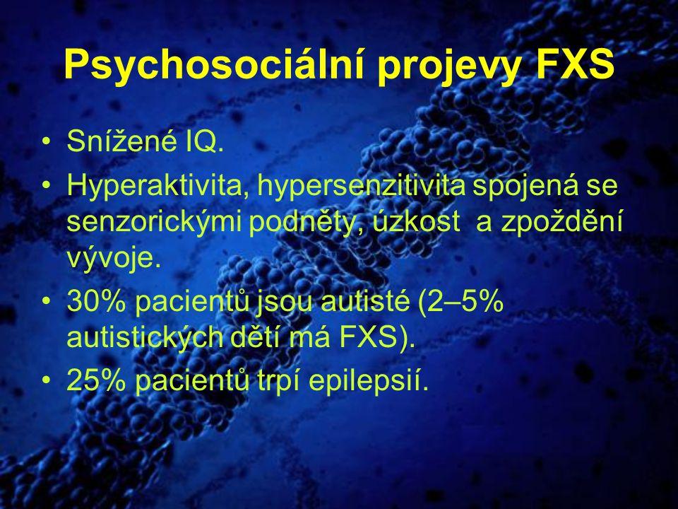 Psychosociální projevy FXS Snížené IQ. Hyperaktivita, hypersenzitivita spojená se senzorickými podněty, úzkost a zpoždění vývoje. 30% pacientů jsou au