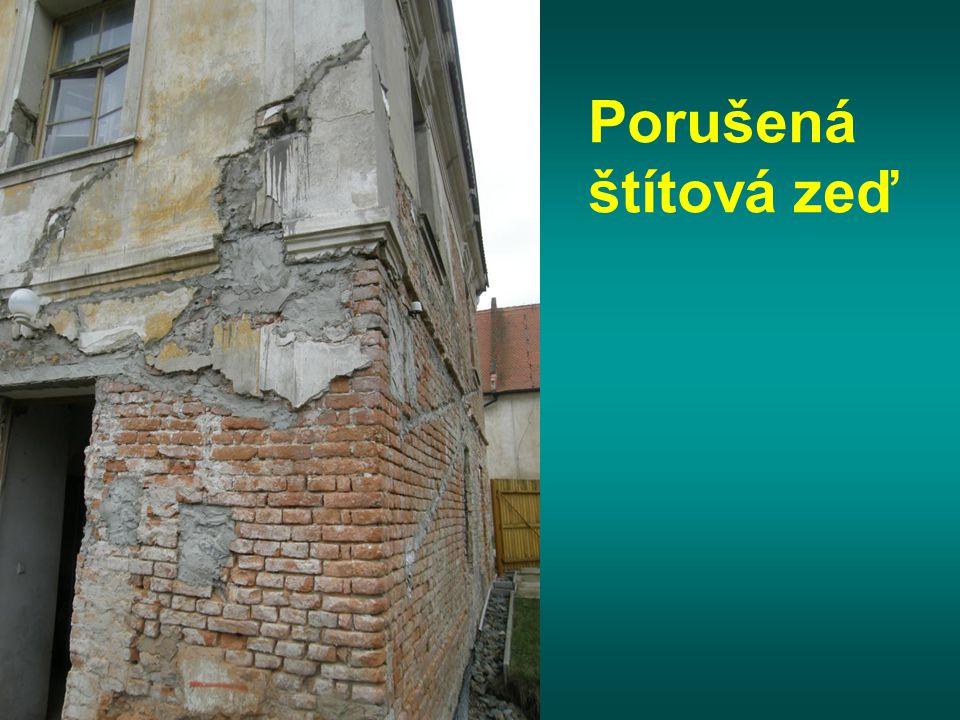 Porušená štítová zeď