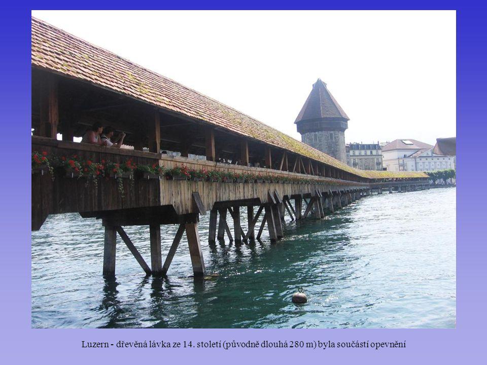 Luzern - dřevěná lávka ze 14. století (původně dlouhá 280 m) byla součástí opevnění