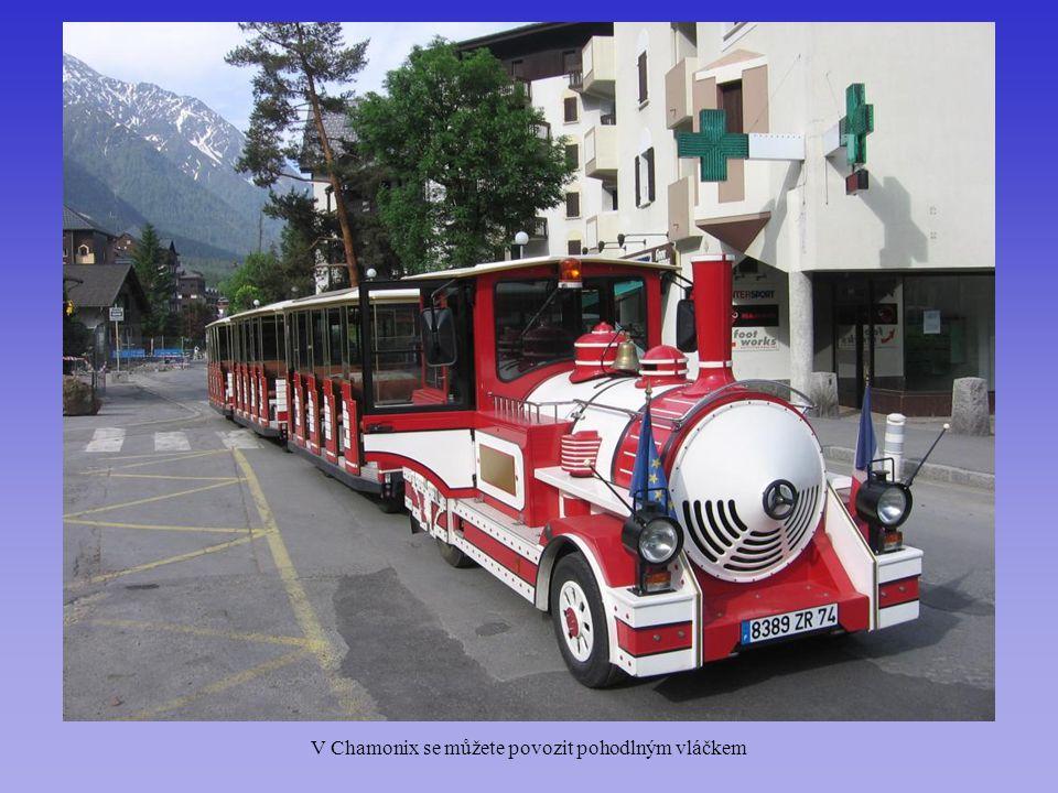 V Chamonix se můžete povozit pohodlným vláčkem
