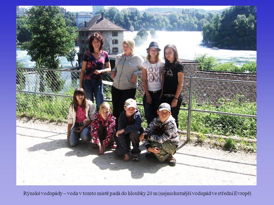 Rýnské vodopády – voda v tomto místě padá do hloubky 20 m (nejmohutnější vodopád ve střední Evropě)