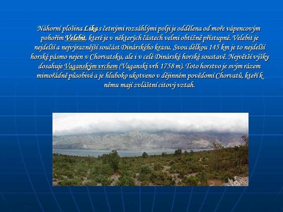 Náhorní plošina Lika s četnými rozsáhlými polji je oddělena od moře vápencovým pohořím Velebit, které je v některých částech velmi obtížně přístupné.